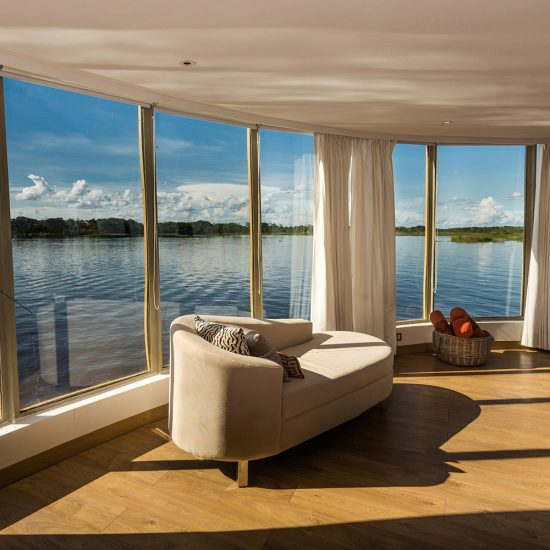 Delfin III Suite with river view